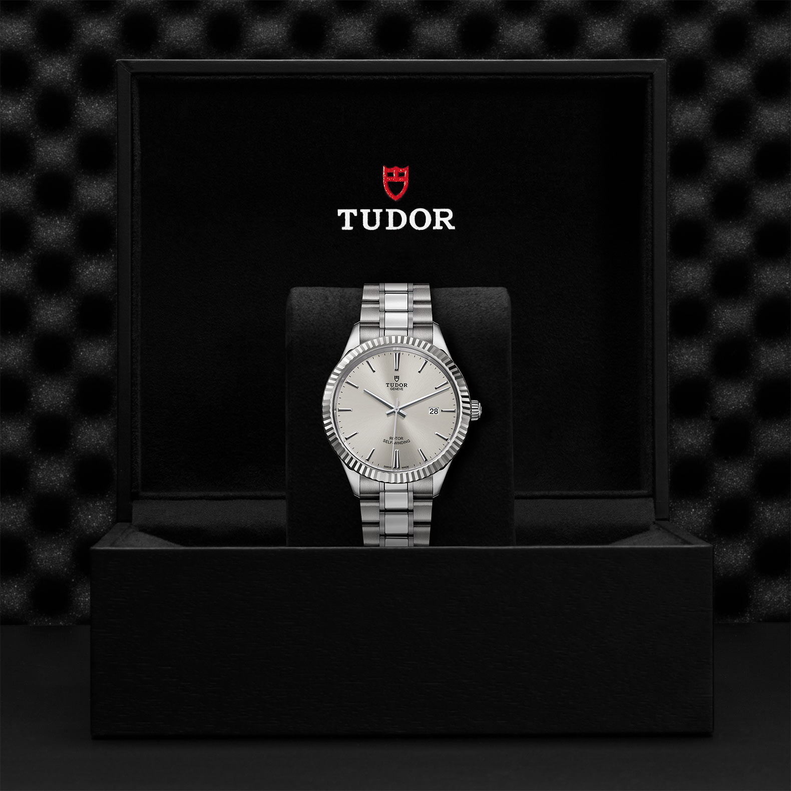 Tudor_M12710-0001